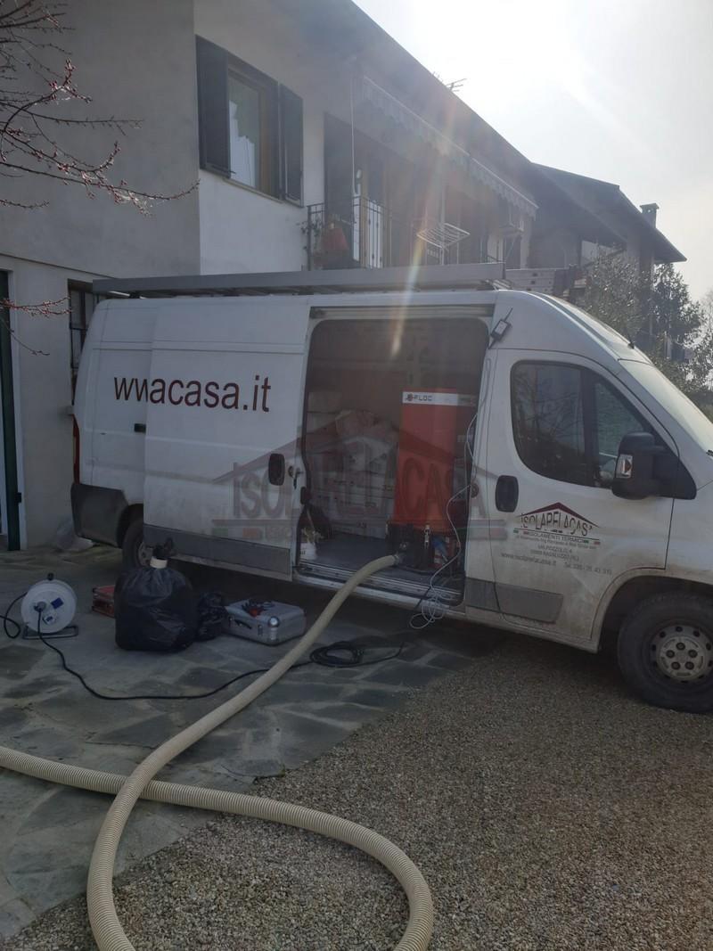 il furgone di isolarelacasa arriva ad Ariginana