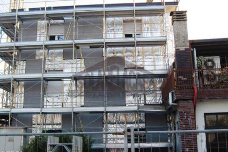 cappotto sottile esterno in palazzo, lavori in corso