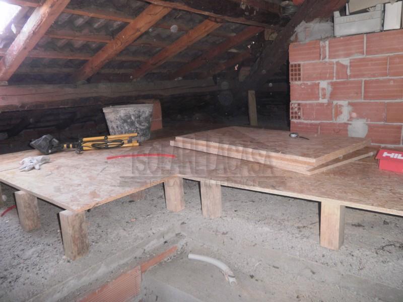tavolato in legno su cellulosa in fiocchi