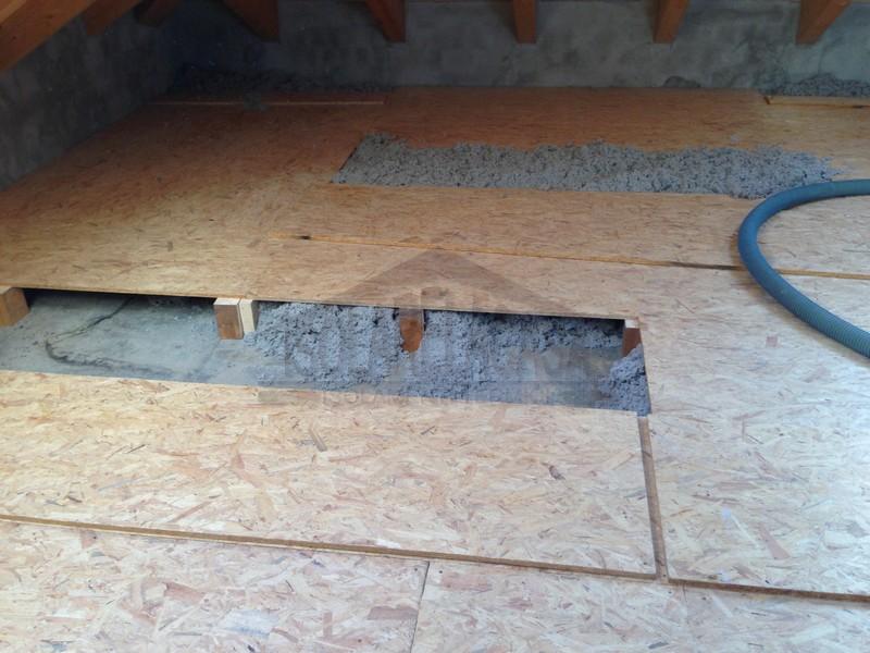posa pavimentazione in legno in sottotetto