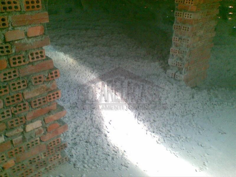 Stesa a tappeto di cellulosa in sottotetto