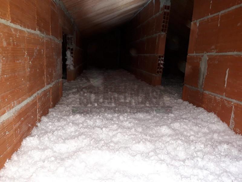 tetto isolato con cellulosa in fiocchi