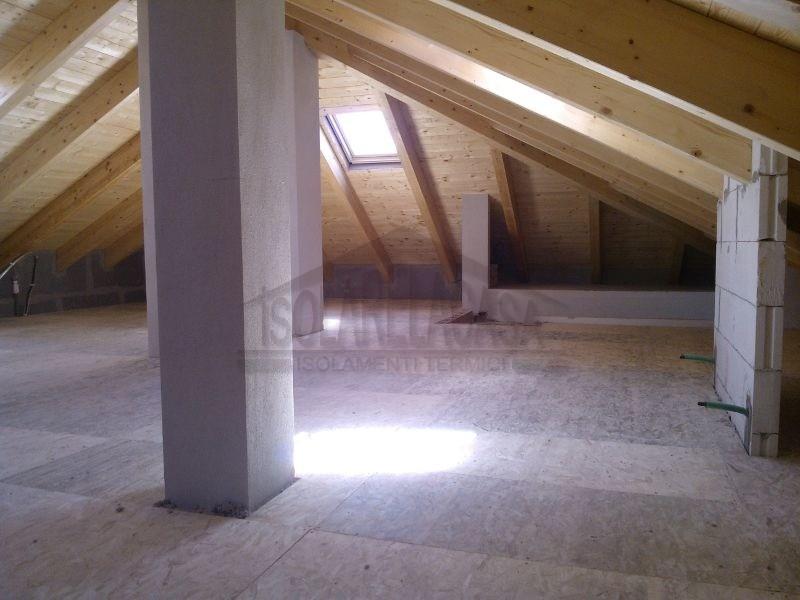 sottotetto isolato con pavimento in legno