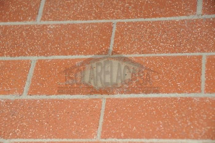 mattone riparato - fase di ripristino muro con malta
