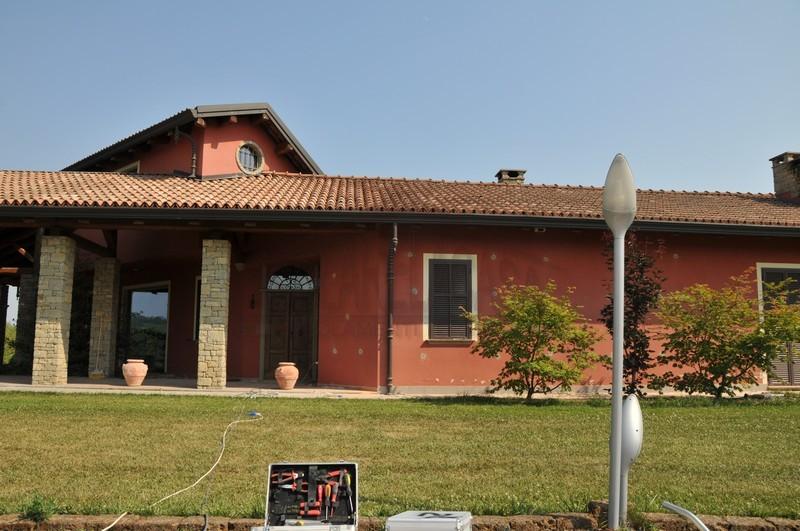 lavoro di insufflaggio cellulosa in villa di Asti