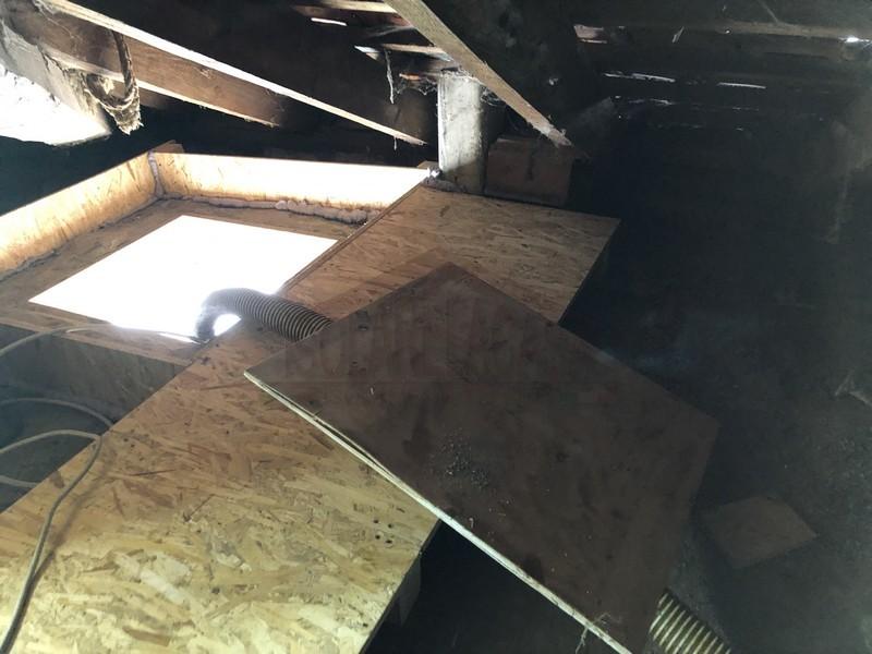 passerella in legno in sottotetto isolato con cellulosa