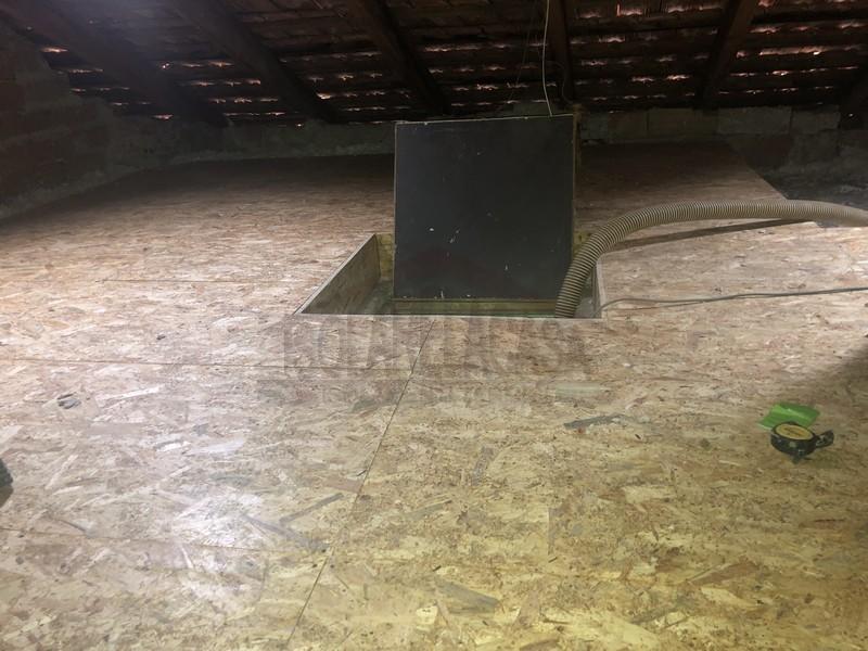 tavolato in legno sopra strato di isolante in fiocchi