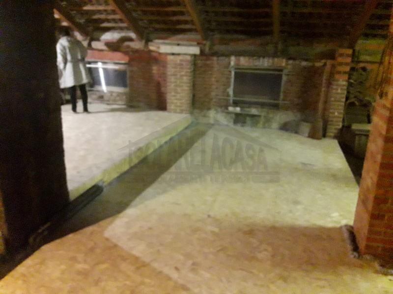 Altra foto dei lavori di isolamento di un sottotetto dal team di isolarelacasa