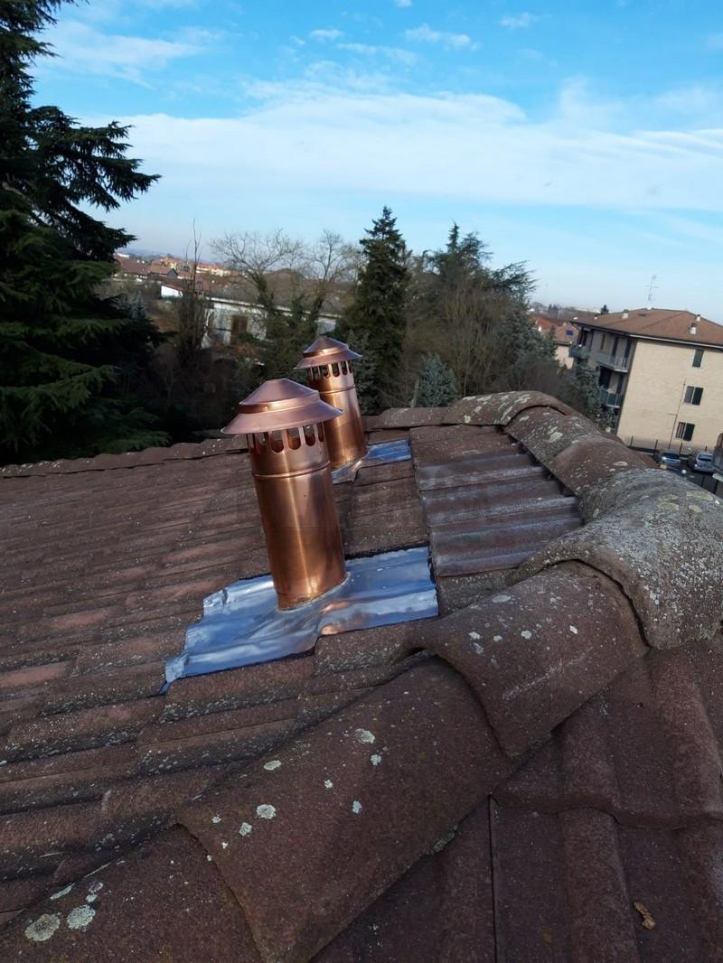 si vedono i camini del tetto ventilato