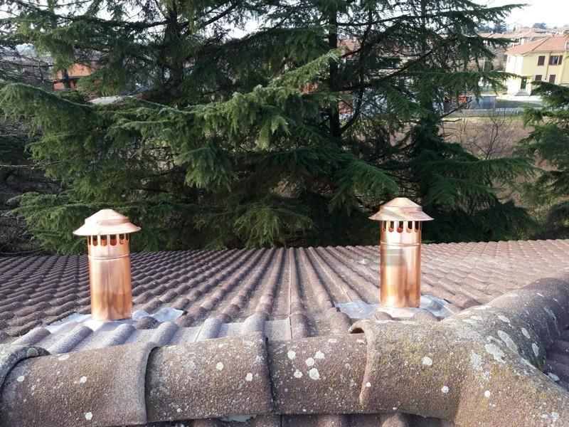 camini di ventilazione inventer su tetto di casa