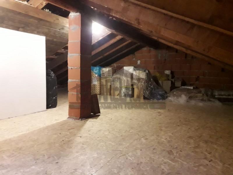 Il sottotetto viene isolato e successivamente pannellato in legno