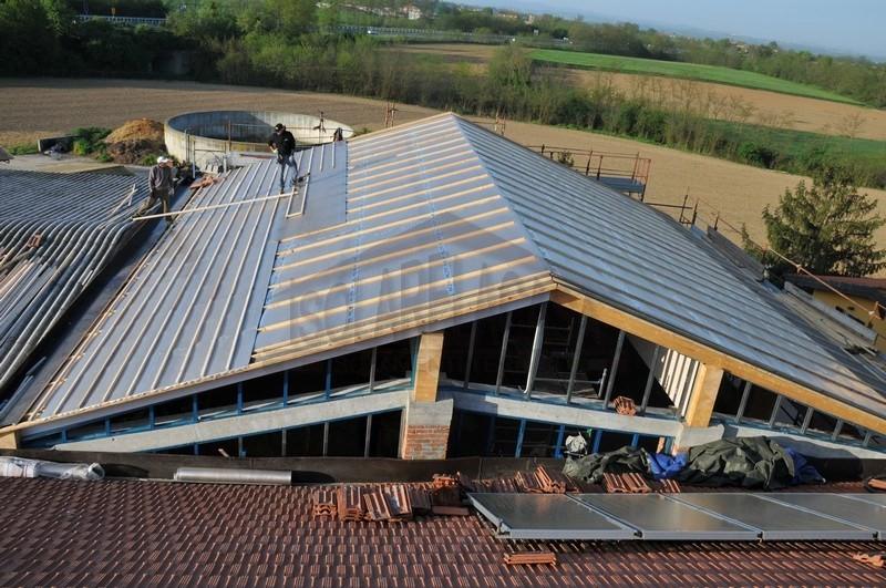 secondo strato teli multiriflettenti su tetto isolato