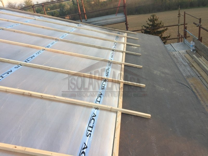 Isolamento tetto dall 39 interno o dall 39 esterno con zero spessore for Costo ascensore esterno 4 piani