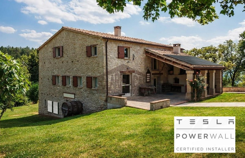 villa con fotovoltaico con accumulo Tesla